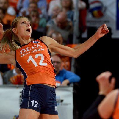 28-09-2015 NED: Volleyball European Championship Nederland - Italie, Apeldoorn Nederland verslaat Italie met klinkende cijfers 3-0 / Manon Nummerdor-Flier #12